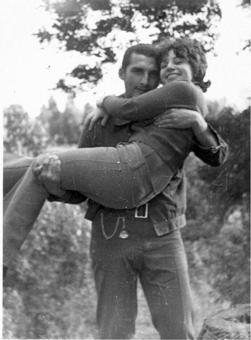 Александр и Елена в юности. / Фото: www.adrouz.ru