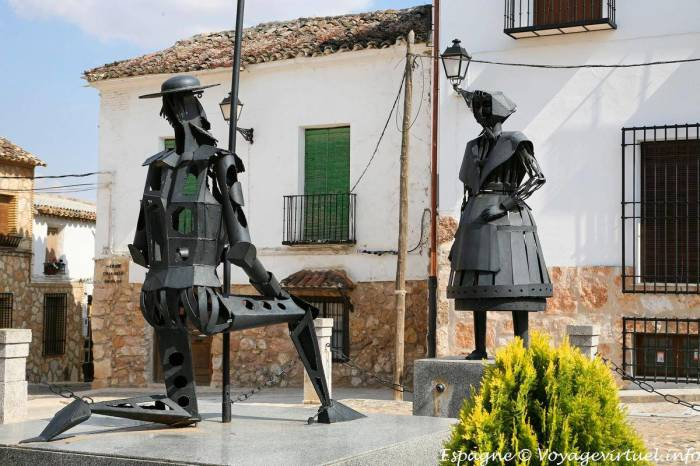 Статуя Дульсинеи и Дон Кихота. / Фото: www.guiadelocio.com