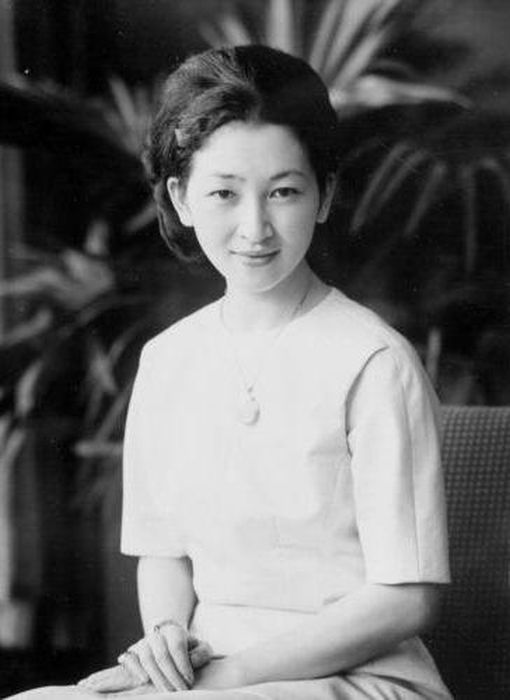 Будущая императрица Японии Митико в юности. / Фото: www.fb.ru