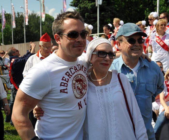 Инна Чурикова, Глеб Панфилов с сыном Иваном. / Фото:   www.moscvichka.ru