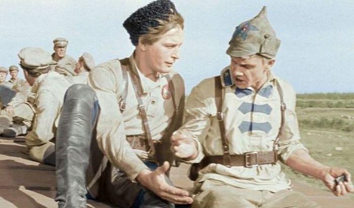 Георгий Юматов и Василий Лановой, кадр из фильма «Офицеры». / Фото: www.uznayvse.ru