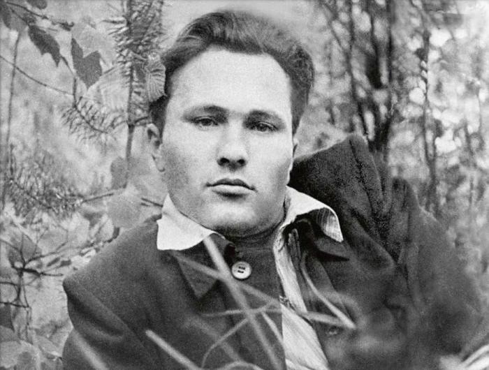 Василий Шукшин в юности.  / Фото: www.ytimg.com