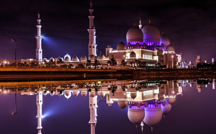 Мечеть шейха Зайда в Абу-Даби. / Фото: www.mtdata.ru