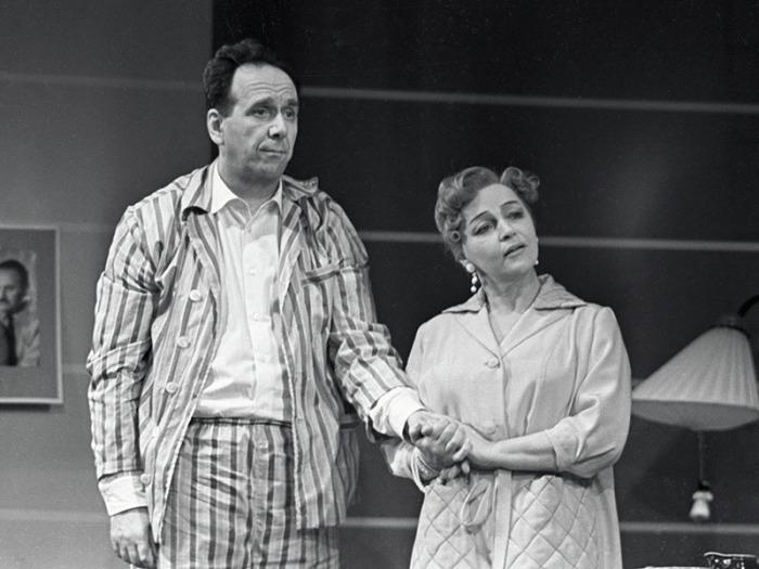 Вера Марецкая и Ростислав Плятт в спектакле «Миллион за улыбку», 1960-й год. / Фото: www.tvc.ru