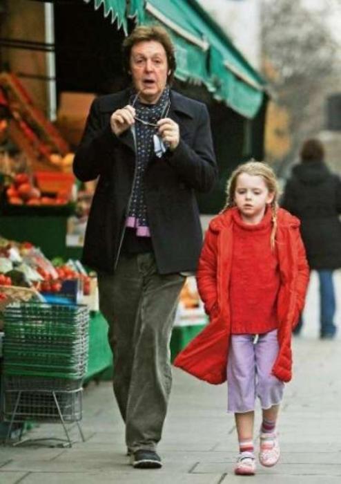 Пол Маккартни с дочерью Беатрис Милли. / Фото: www.dayonline.ru
