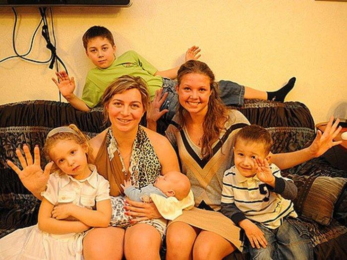 Наталья Карпович с детьми. / Фото: www.makataka.su