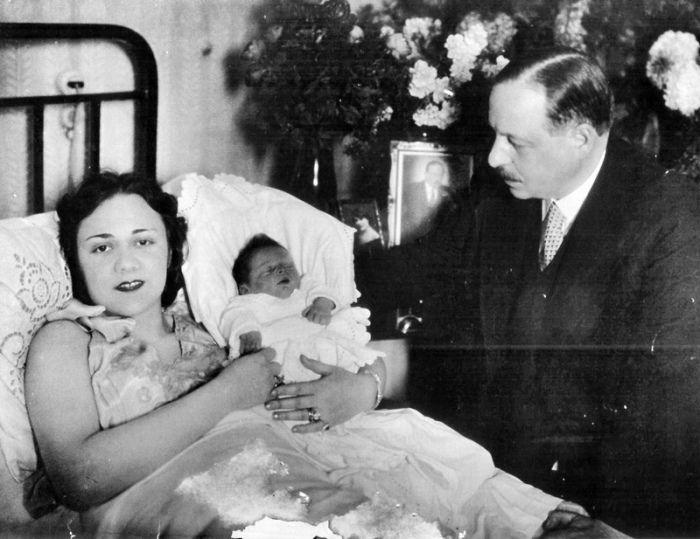 Имре Кальман и Вера Макинская с ребенком. / Фото: www.mtdata.ru