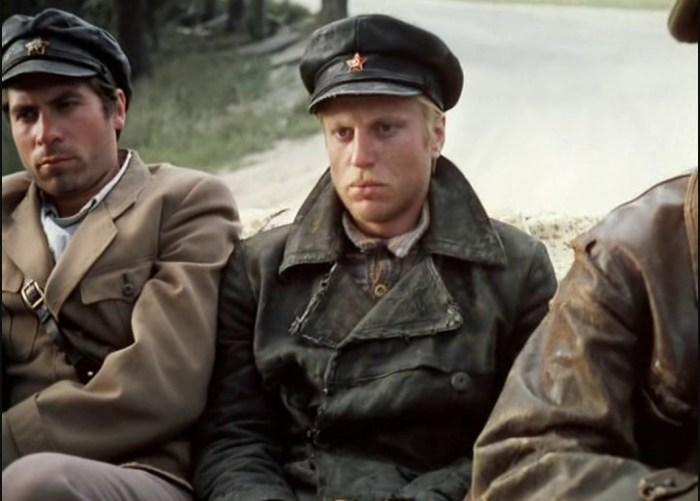 Кадр из фильма «Свой среди чужих, чужой среди своих». / Фото: www.paraparabellum.ru