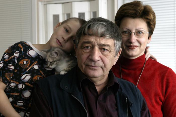 Эдуард Успенский с Элеонорой филиной и её сыном. / Фото: www.woman.ru