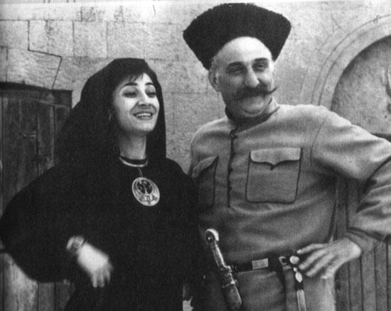 В роли Айши с Георгием Гегечкори в фильме «Ожерелье для моей любимой», 1971 год. / Фото: www.kino-teatr.ru