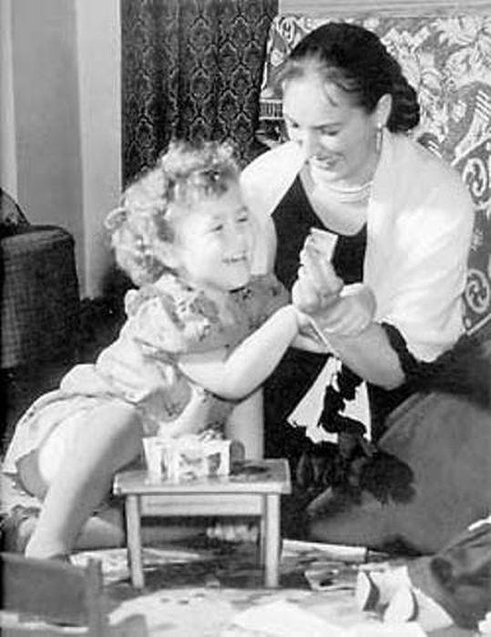 Клара Лучко с дочерью Оксаной. / Фото: www.fharchive.ru