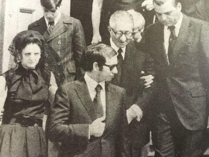 Карло Гамбино во время похорон жены. / Фото: www.pinimg.com