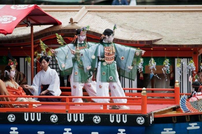 В каждой лодке проходит демонстрация талантов. / Фото: www.pbase.com