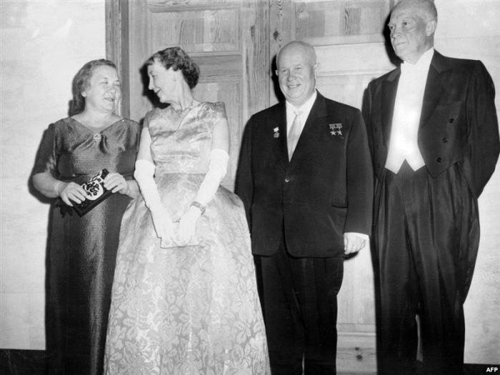 Нина Хрущева с мужем и президентом США Дуайтом Эйзенхауэром и его супругой Мейми Эйзенхауэр. / Фото: www.diletant.media