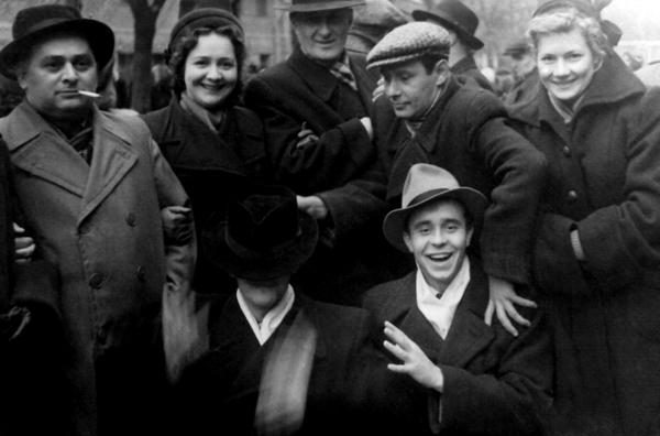На демонстрации. Киев, 1954 г. / Фото: www.borisovborisov.ru