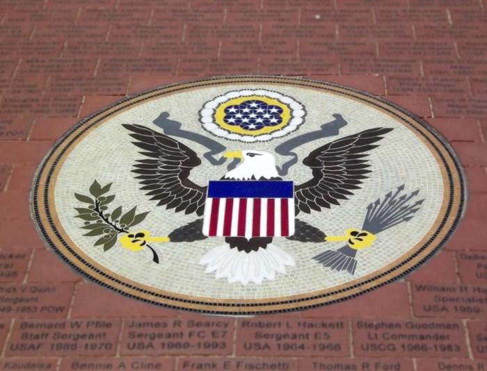 Большая государственная печать США, выложенная мозаикой. / Фото: www.tripadvisor.ca