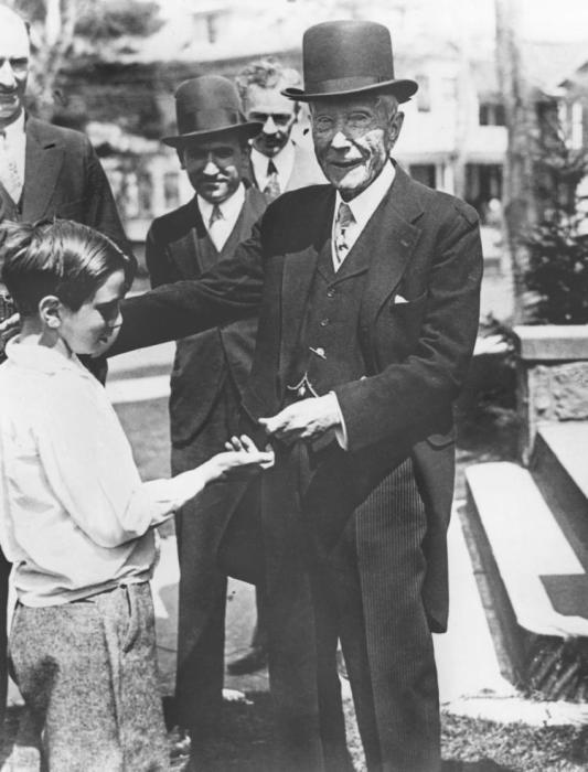 Джон Рокфеллер был известным благотворителем. / Фото: www.nydailynews.com