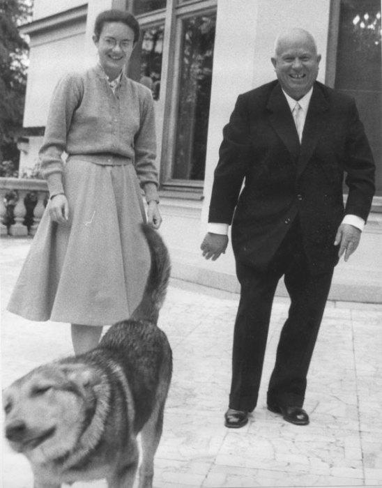 Никита Хрущёв с дочерью Еленой. / Фото: www.liders.rusarchives.ru
