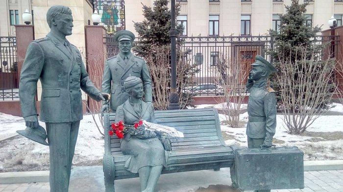 Памятник героям фильма «Офицеры». / Фото: www.twimg.com