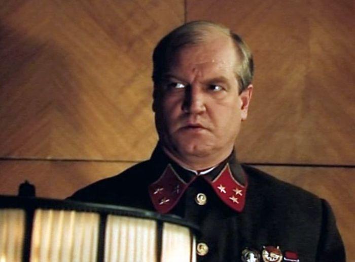 Виктор Степанов, кадр из фильма «Неизвестные страницы из жизни разведчика». / Фото: www.kino-teatr.ru