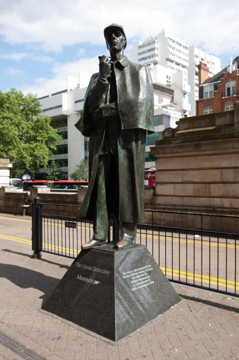 Памятник Шерлоку Холмсу в Лондоне. / Фото: www.perroviajante.com