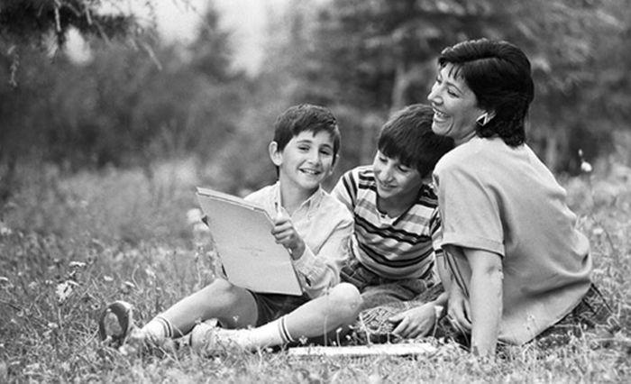 Нани Брегвадзе с внуками, 1989 год. / Фото: www.24smi.org