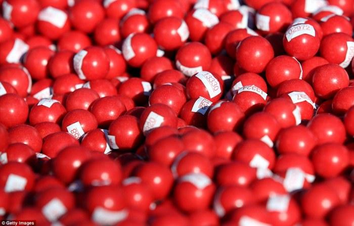 Так выглядят участники соревнований на старте. / Фото: www.dailymail.co.uk