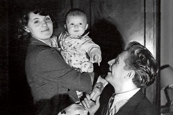 Зинаида Шарко и Игорь Владимиров с сыном Иваном. / Фото: www.7days.ru