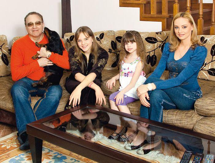 Максим Дунаевский счастливый муж и отец. / Фото: www.vokrug.tv
