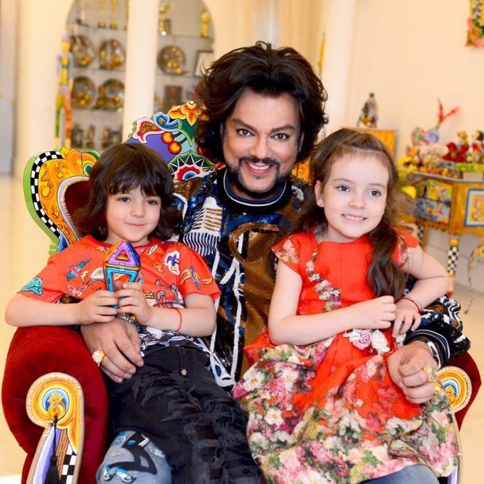 Филипп Киркоров с детьми.  / Фото: www.woman.ru