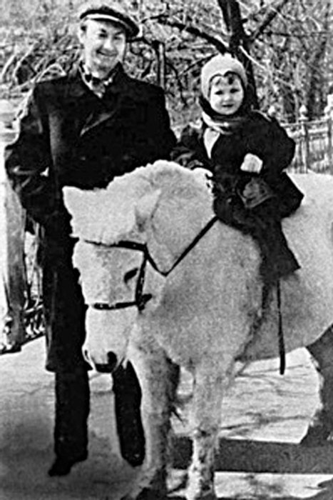 Георгий Вицин с дочерью. / Фото: www.persons-info.com