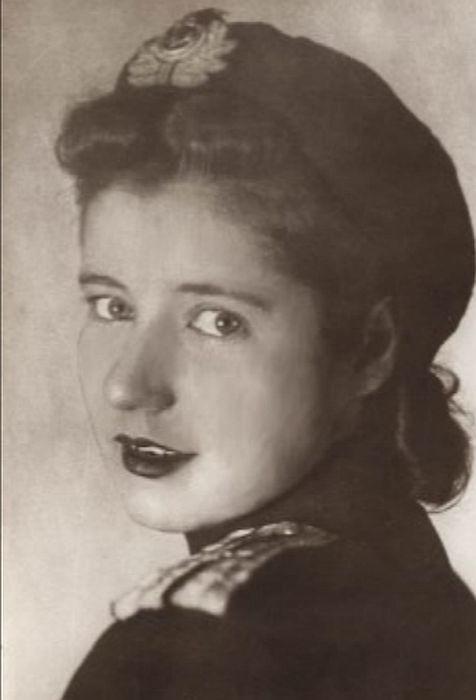 Людмила Макарова в театре Краснознамённого Балтийского флота, 1942 год. / Фото: www.bdt.spb.ru