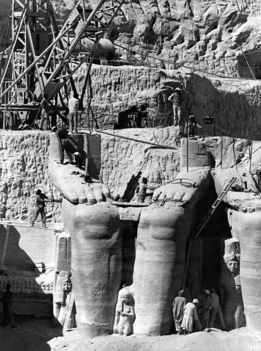 Работы проводились крайне аккуратно, чтобы не разрушить памятник культуры. / Фото: www.deadbees.net