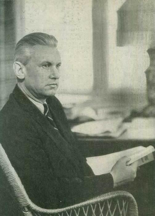 А. А. Фадеев в своем рабочем кабинете, 1947 год. / Фото: www.molodguard.ru