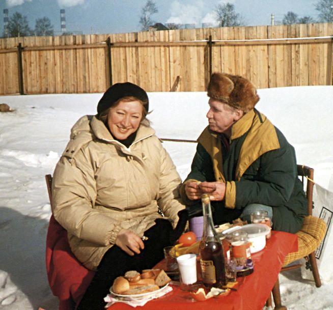 Юрий Кузьменков и Галина Ванюшкина зимой на даче. / Фото: www.7days.ru