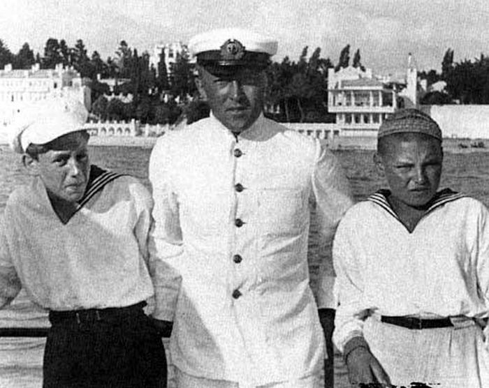 Артём Сергеев (справа) и Василий Сталин (слева). / Фото: www.artyushenkooleg.ru