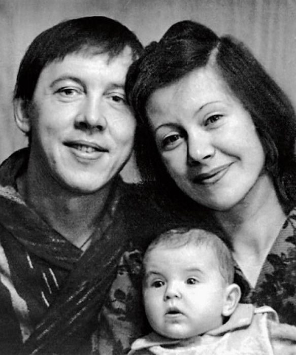 Валерий и Тамара Золотухины с сыном Сережей. / Фото: www.dayonline.ru
