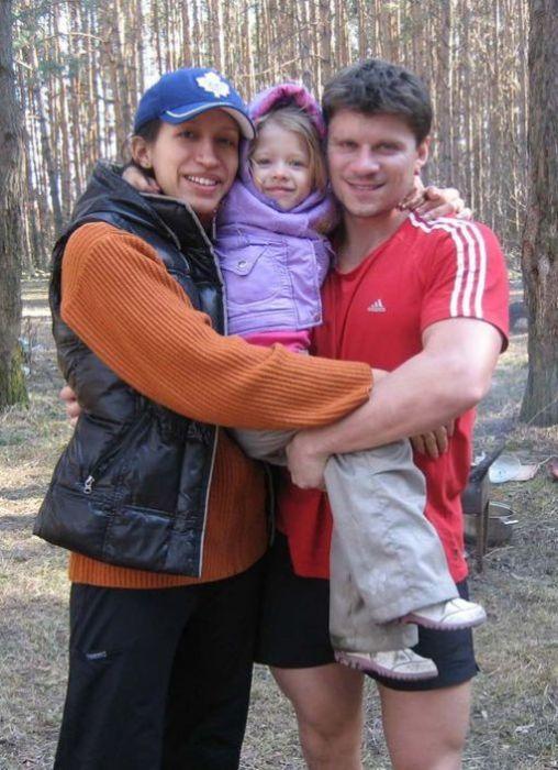 Елена Борщёва и Валерий Юшкевич со старшей дочерью. / Фото: www.lichnosti.net