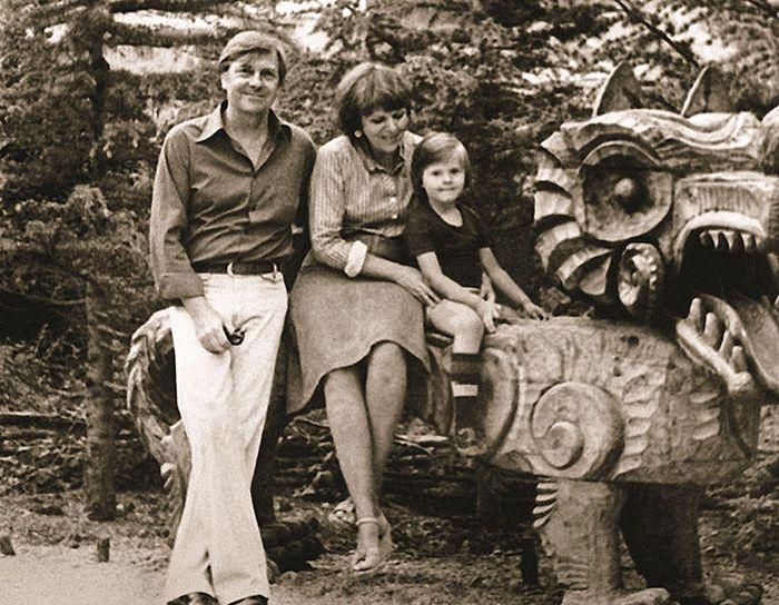 Анатолий Кузнецов и Александра Ляпидевская с дочерью Ириной. / Фото: www.7days.ru