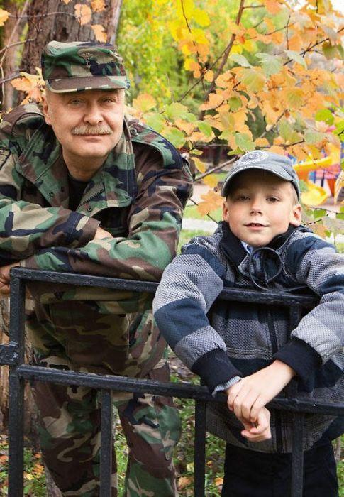 Сын Светланы Светличной Алексей Ивашов с внуком Владимиром. / Фото: www.7days.ru