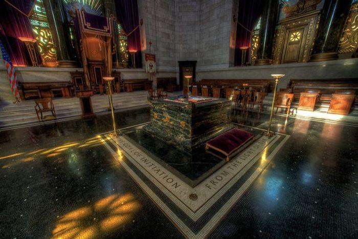 Внутри храма. / Фото: www.atlasobscura.com