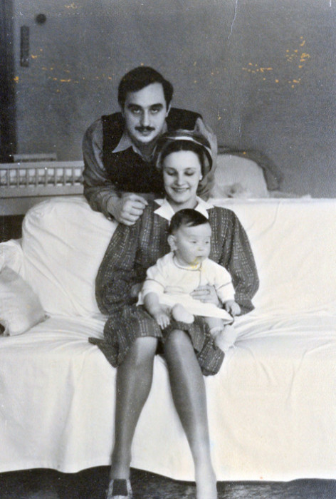 Серго Берия и Марфа Пешкова с дочерью Ниной. / Фото: www.mtdata.ru