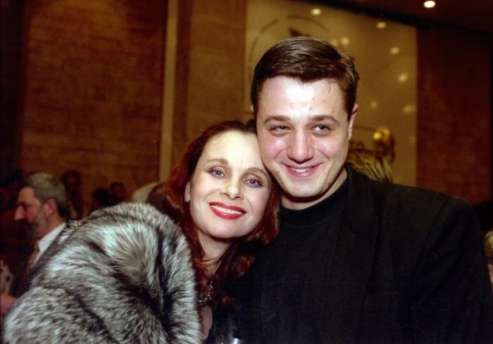 Любовь Полищук с сыном. / Фото: www.content.com