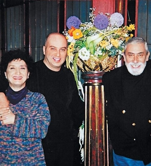 Вахтанг и Ирина Кикабидзе с сыном. / Фото: www.tele.ru
