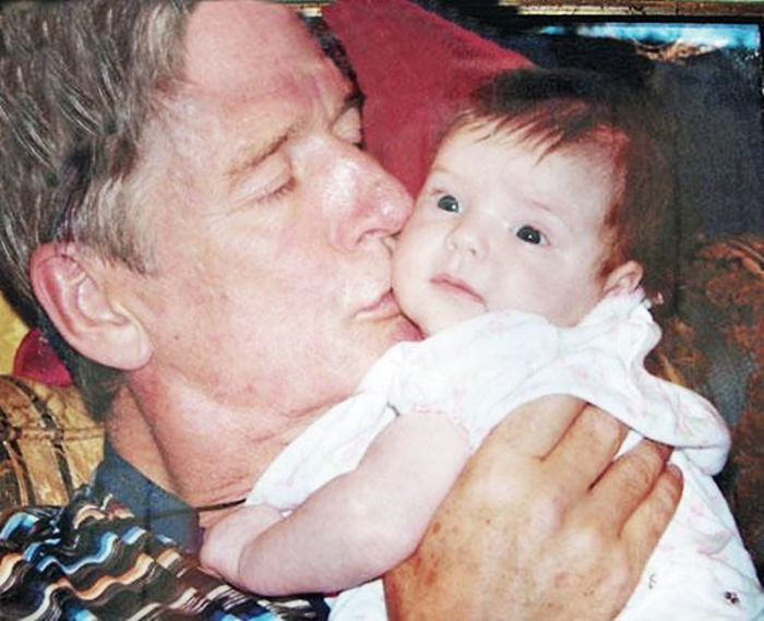 Александр Абдулов с младшей дочерью. / Фото: www.laykni.com