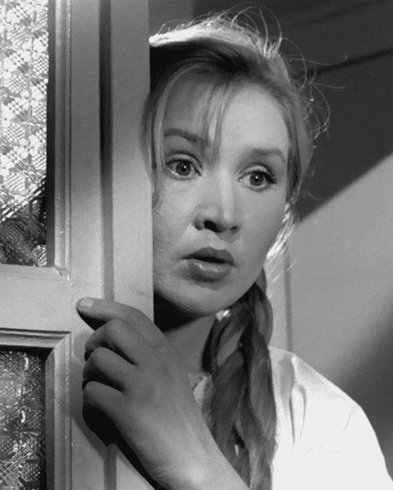 Екатерина Савинова в роли Фроси Бурлаковой. / Фото: www.loveread.me