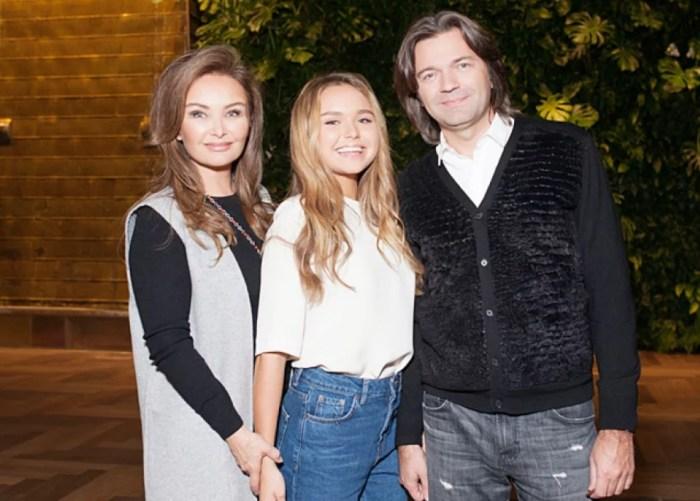 Дмитрий Маликов с женой и дочерью. / Фото: www.shpilkaclab.ru