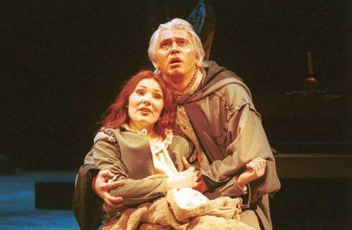 Екатерина Сюрина и Дмитрий Хворостовский в опере «Риголетто», 2000 год. / Фото: www.russianlook.com