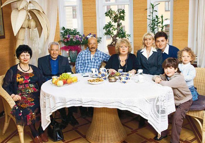Александр Розенбаум в кругу семьи. / Фото: www.7days.ru