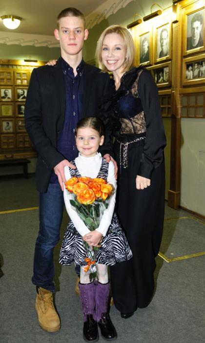 Марина Зудина с детьми. / Фото: www.games-of-thrones.ru